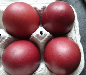Rote Zwiebelschalen